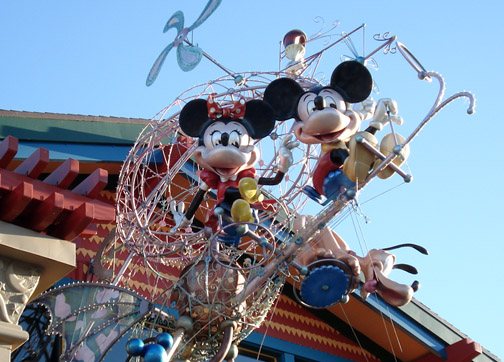Mickey mouse minnie mouse flying machine